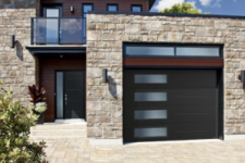 House with Garaga Vog garage door model
